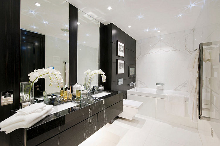 Frameless-mirrors-above-the-bathroom-vanity